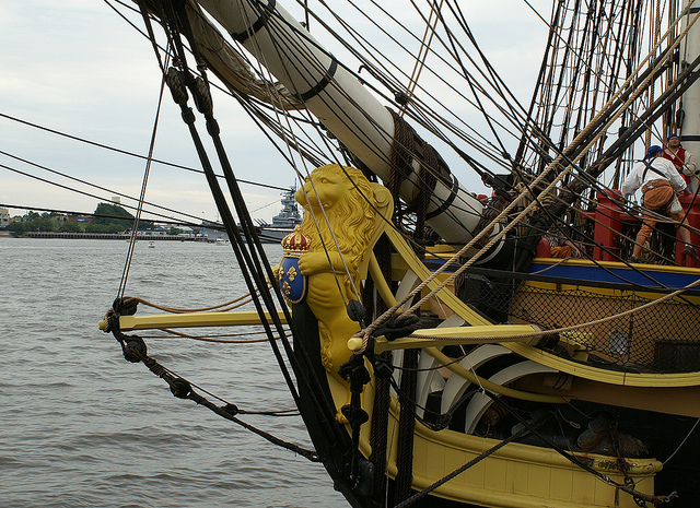 Name:  Figurehead and bow.jpg