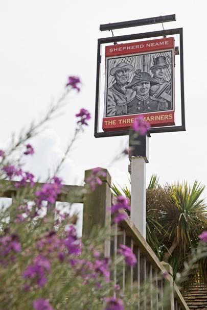 Name:  pub-sign-at-Three-Mariners-Oare-kent-conde-nast-traveller-21june16-pr.jpg Views: 24 Size:  33.0 KB