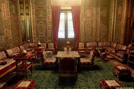 Name:  room-inside-castle.jpg Views: 66 Size:  79.6 KB