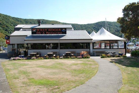 Name:  Waikawa Bay, Picton NZ.jpg Views: 17 Size:  53.4 KB