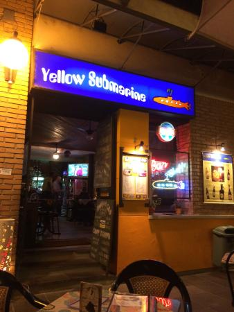 Name:  bar-yellow-submarine.jpg Views: 94 Size:  26.9 KB