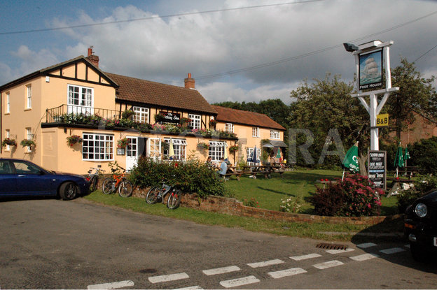 Name:  1477116-the-victory-inn-west-mersea-essex.jpeg